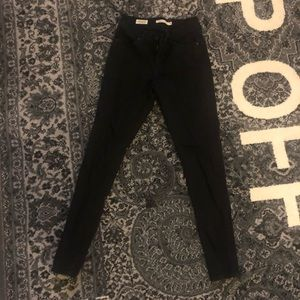 LEVI CURVY SKINNY BLACK DENIM